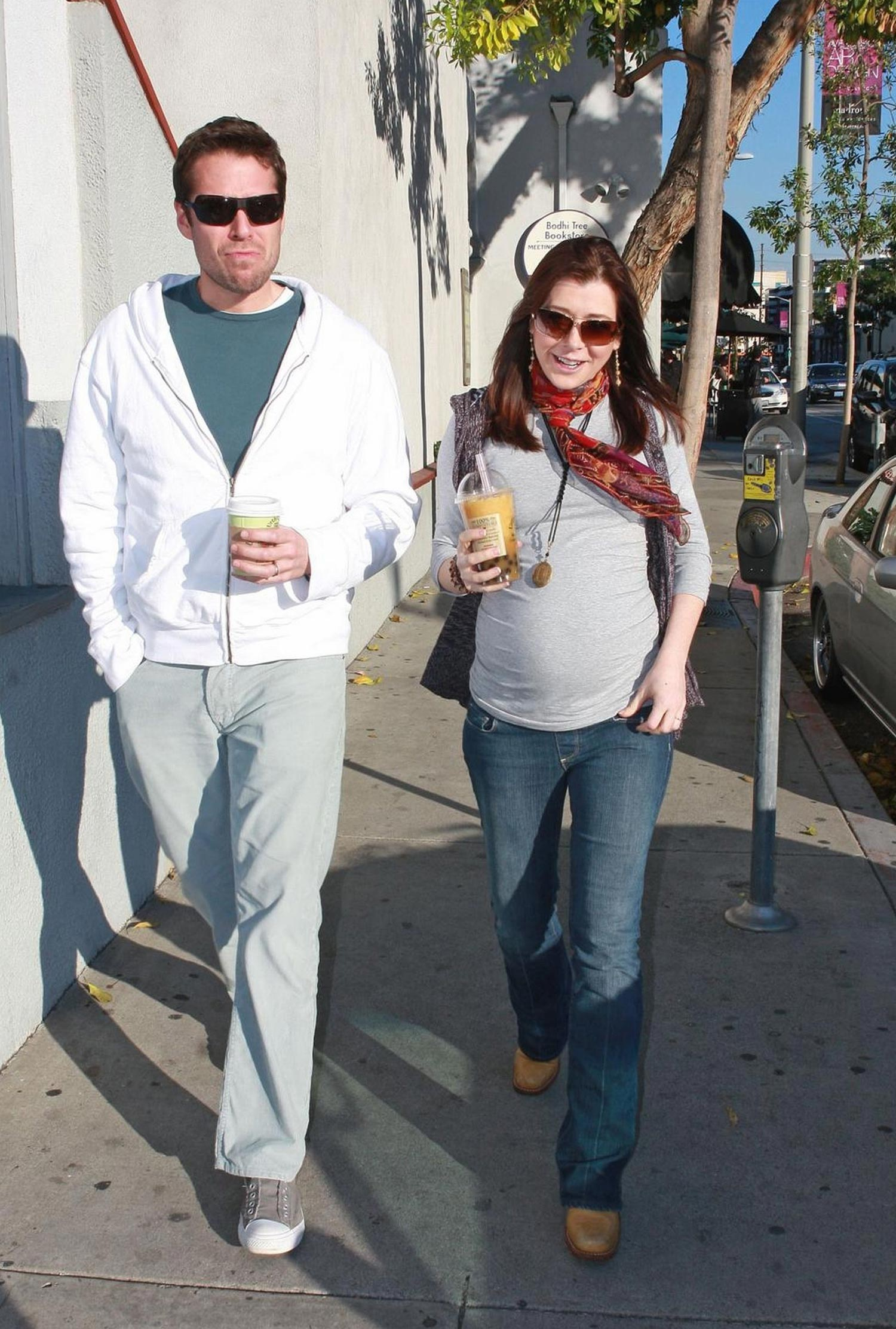 http://whedon.info/IMG/jpg/alyson-hannigan-alexis-denisof-drinks-urth-caffe-los-angeles-paparazzi-hq-01.jpg