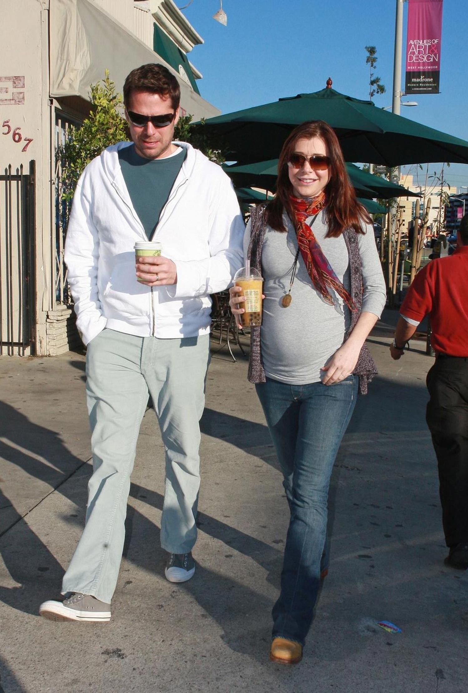 http://whedon.info/IMG/jpg/alyson-hannigan-alexis-denisof-drinks-urth-caffe-los-angeles-paparazzi-hq-02.jpg