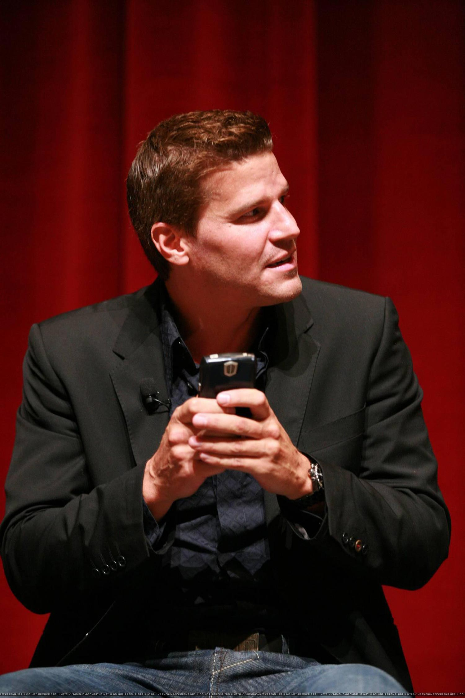 IMG/jpg/david-boreanaz-bones-tv-series-may-2007-panel-discussion-hq-35-1500. (...)