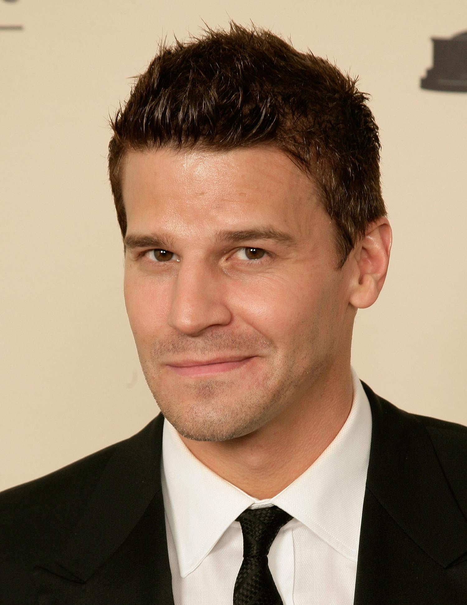 IMG/jpg/david-boreanaz-creative-arts-emmy-awards-l-a-hq-07-1500.jpg