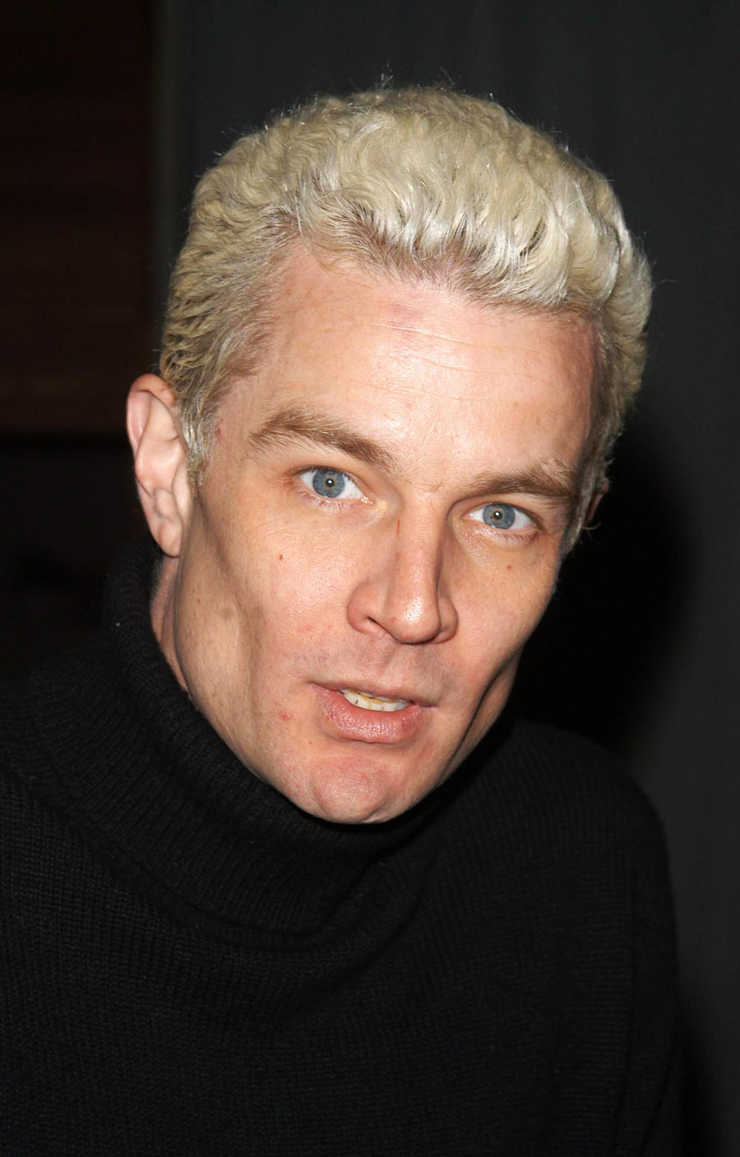 IMG/jpg/james-marsters-buffy-wrap-party-2003-hq-02-1500.jpg