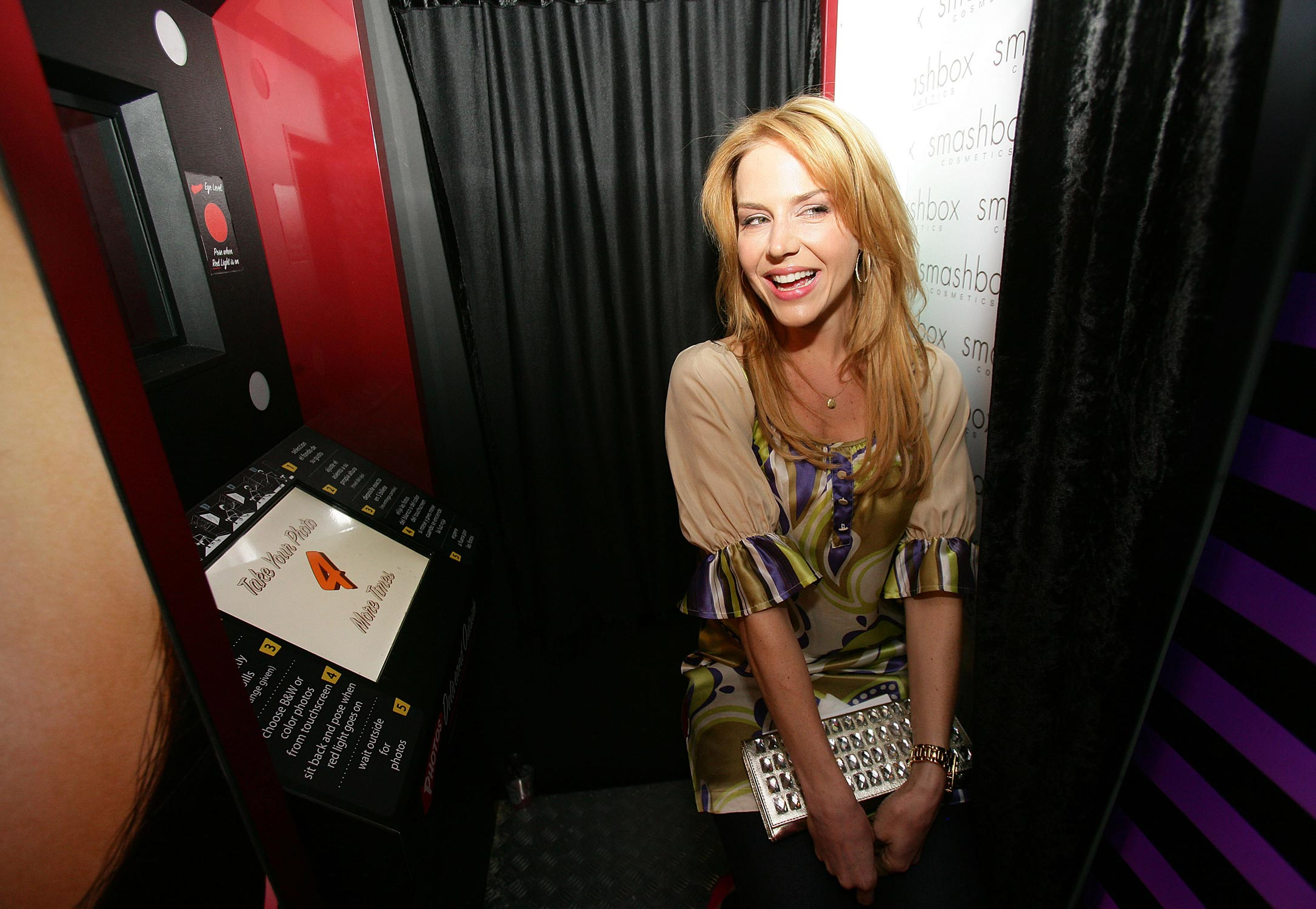IMG/jpg/julie-benz-smashbox-cosmetic-photo-booth-mercedes-fashion-week-hq-01 (...)