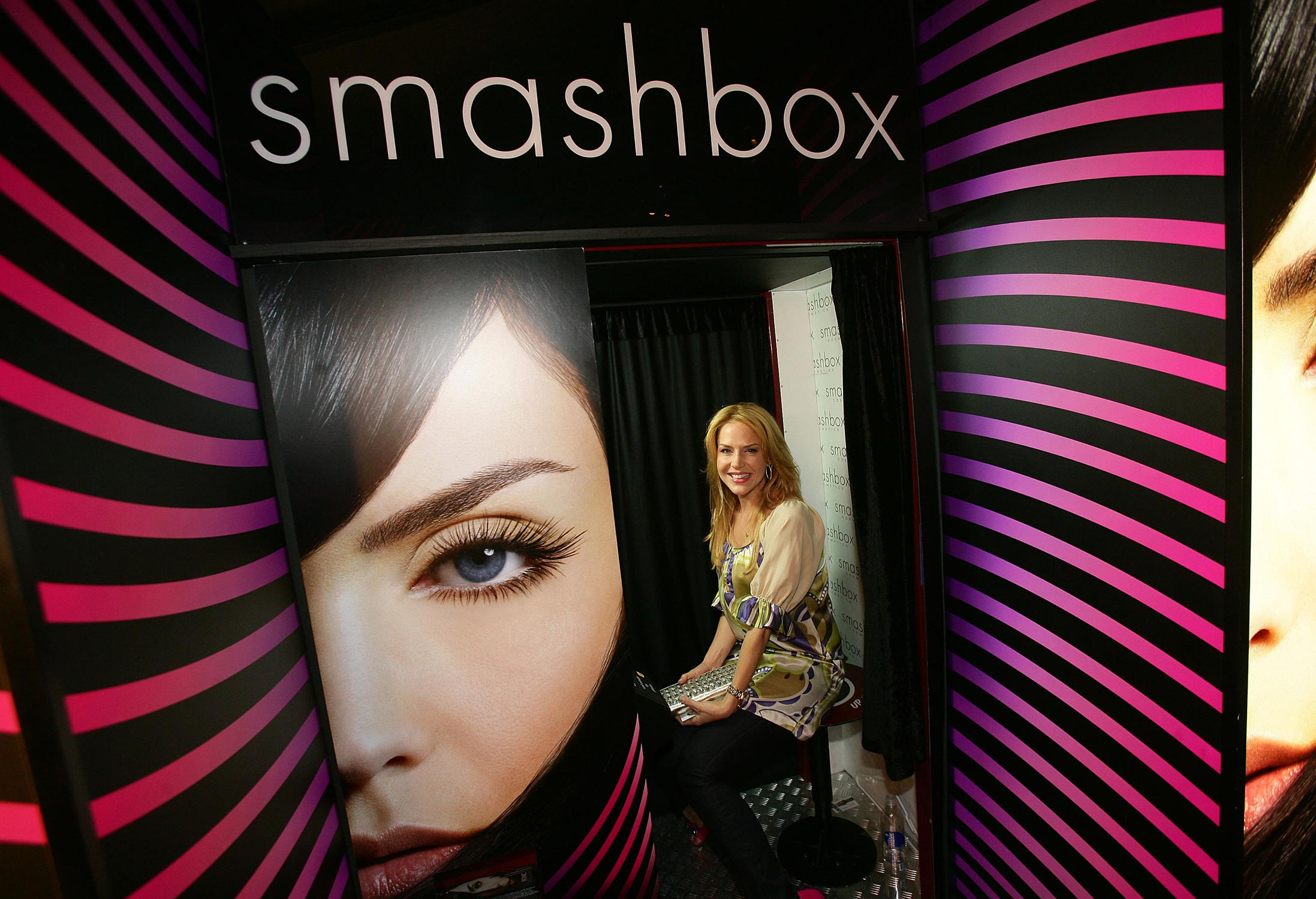 IMG/jpg/julie-benz-smashbox-cosmetic-photo-booth-mercedes-fashion-week-hq-02 (...)