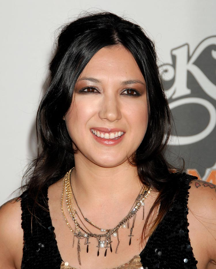 http://www.whedon.info/IMG/jpg/michelle-branch-2009-race-to-erase-ms-gq-01.jpg
