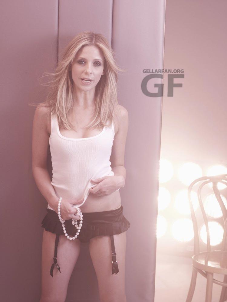 http://www.whedon.info/IMG/jpg/sarah-michelle-gellar-randall-slavin-photoshoot-gq-04.jpg