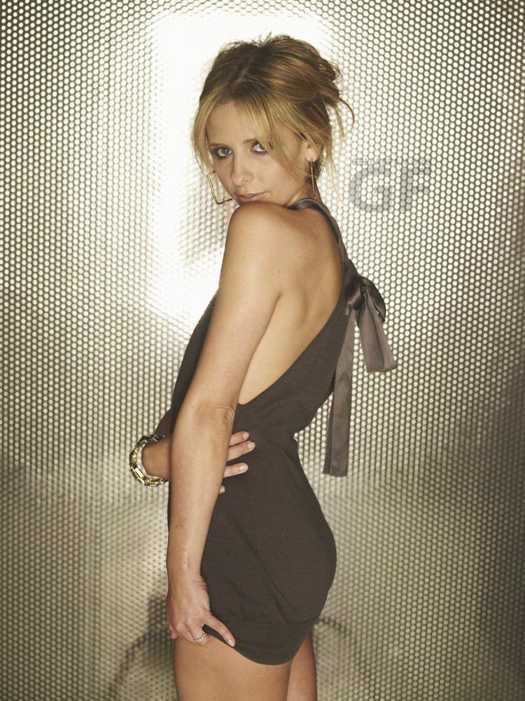 http://www.whedon.info/IMG/jpg/sarah-michelle-gellar-randall-slavin-photoshoot-gq-12.jpg