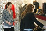 IMG/jpg/michelle-trachtenberg-shopping-dolce-vita-hollywood-paparazzi-gq-02. (...)