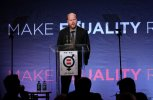 IMG/jpg/joss-whedon-equality-now-event-2014-09.jpg