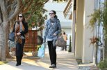 IMG/jpg/michelle-trachtenberg-shopping-dolce-vita-hollywood-paparazzi-gq-13. (...)